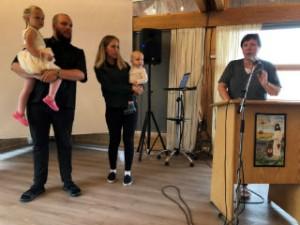 Sondre Bårnes med familien sin blei presentert på Orrenesstevnet